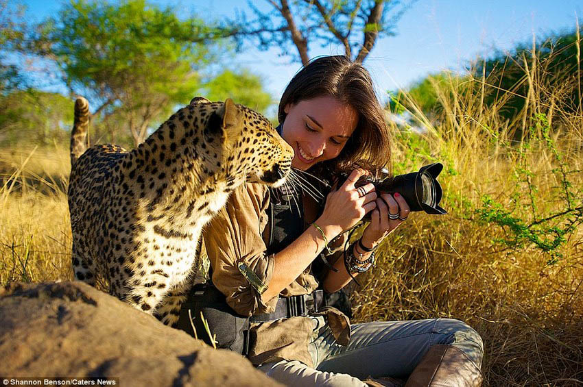 Brave-girl-the-photographer-easily-finds-common-language-with-wild-animals-vinegret (14)