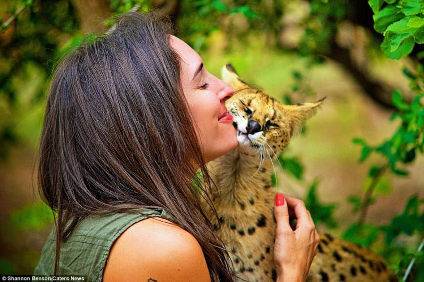 Brave-girl-the-photographer-easily-finds-common-language-with-wild-animals-vinegret (9)