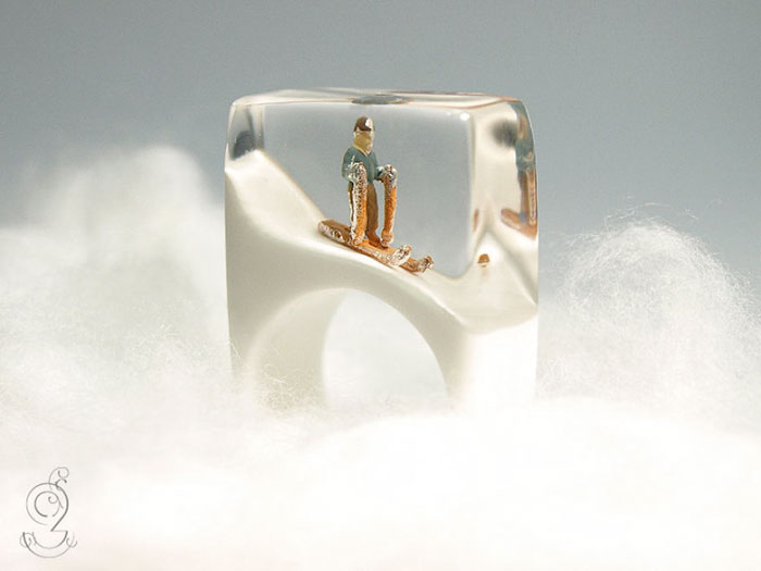miniature-worlds-inside-jewelry-isabell-kiefhaber-vinegret (11)