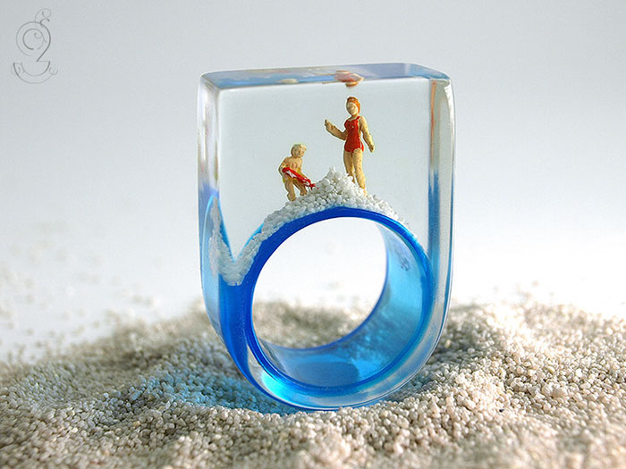 miniature-worlds-inside-jewelry-isabell-kiefhaber-vinegret (4)