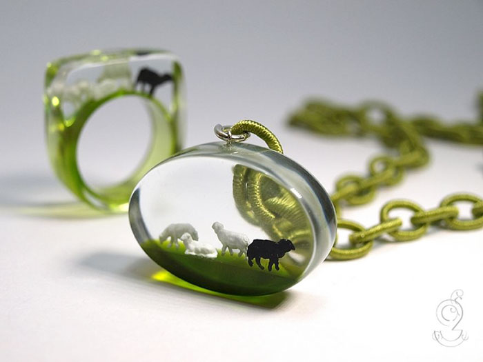 miniature-worlds-inside-jewelry-isabell-kiefhaber-vinegret (6)