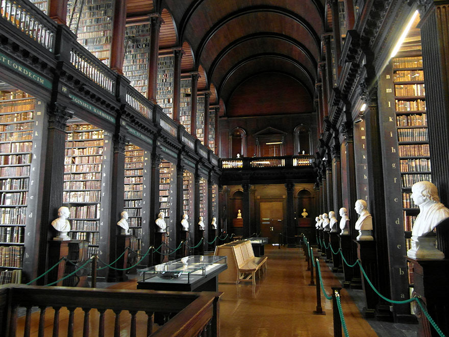 trinity-college-long-room-library-dublin-vinegret (1)