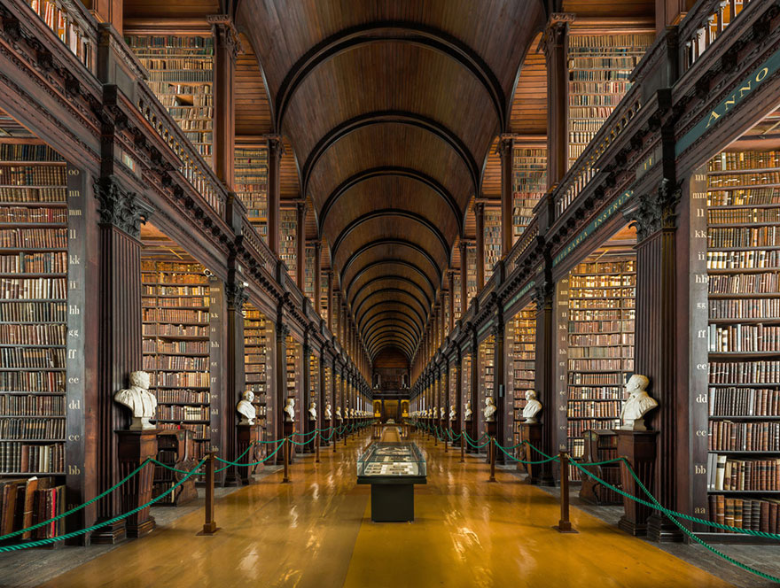 trinity-college-long-room-library-dublin-vinegret (5)