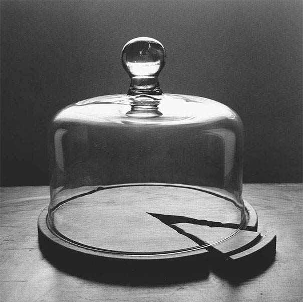 black-and-white-photography-optical-illusions-chema-madoz-jose-maria-rodriguez-vinegret (12)