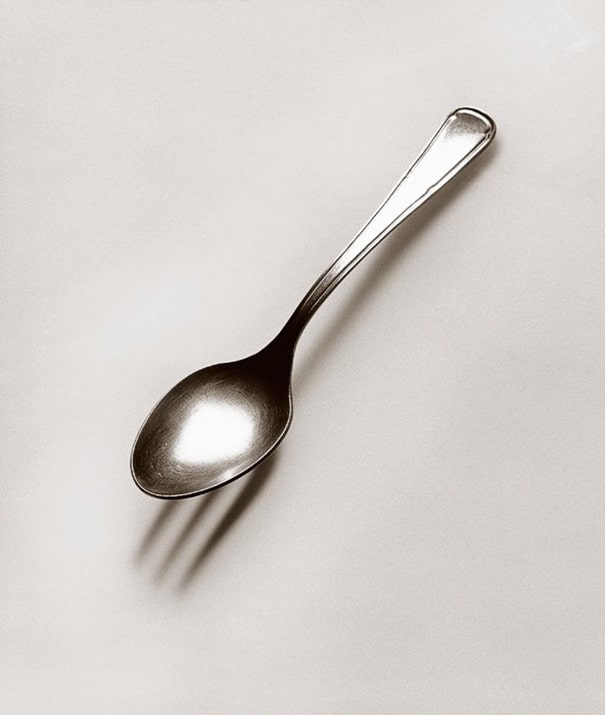 black-and-white-photography-optical-illusions-chema-madoz-jose-maria-rodriguez-vinegret (18)