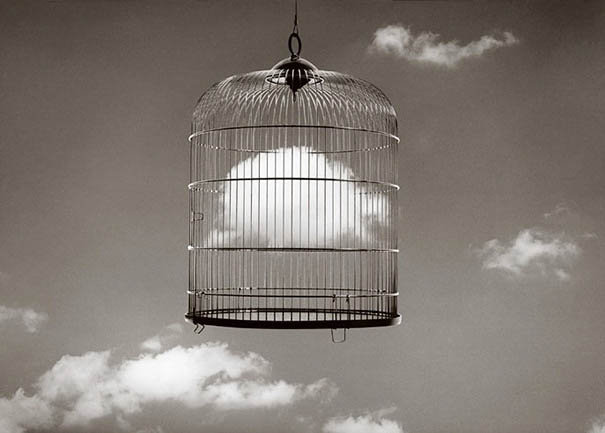 black-and-white-photography-optical-illusions-chema-madoz-jose-maria-rodriguez-vinegret (19)