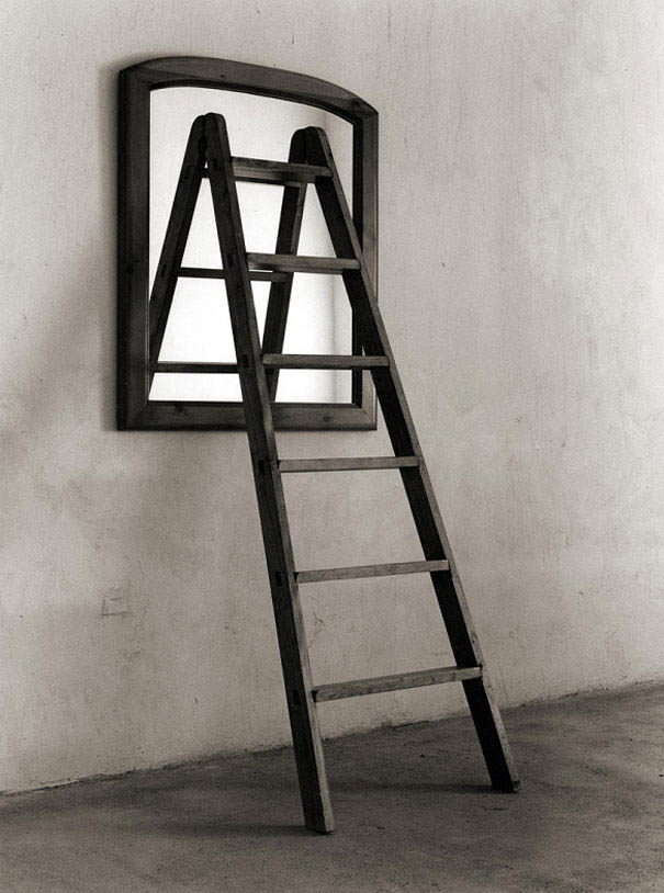 black-and-white-photography-optical-illusions-chema-madoz-jose-maria-rodriguez-vinegret (7)