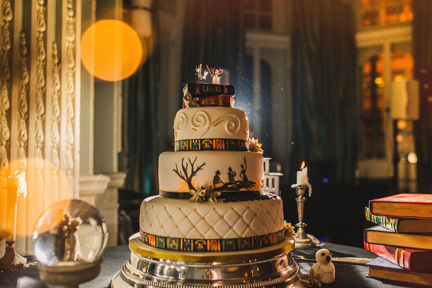 harry-potter-themed-wedding-cassie-lewis-byrom-vinegret (14)