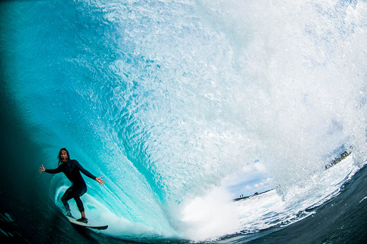Surfer-photographer-Leroy-Bellet-and-his-impressive-shots-vinegret (1)