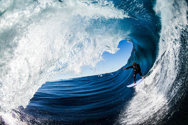Surfer-photographer-Leroy-Bellet-and-his-impressive-shots-vinegret (10)
