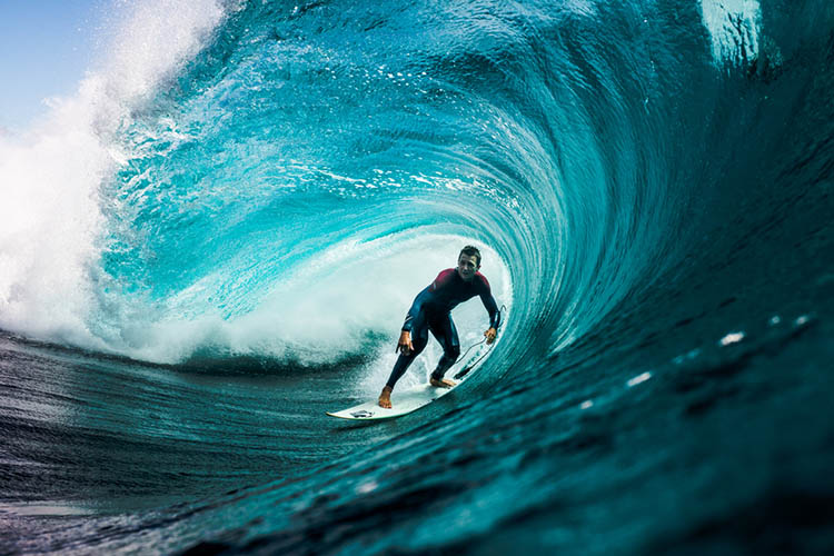 Surfer-photographer-Leroy-Bellet-and-his-impressive-shots-vinegret (4)