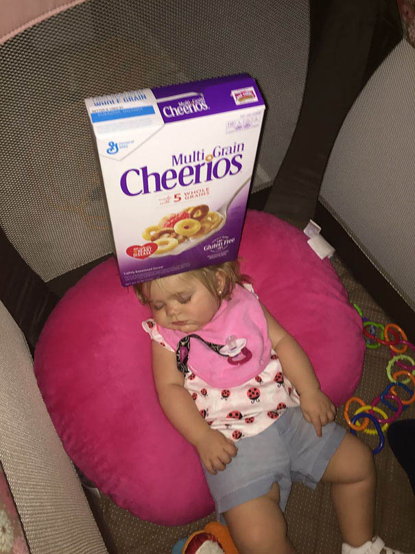 cheerio-challenge-dads-stack-cheerios-babies-funny-competition-vinegret (10)
