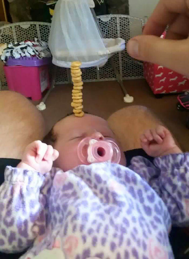 cheerio-challenge-dads-stack-cheerios-babies-funny-competition-vinegret (2)