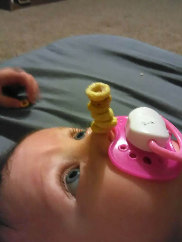 cheerio-challenge-dads-stack-cheerios-babies-funny-competition-vinegret (3)