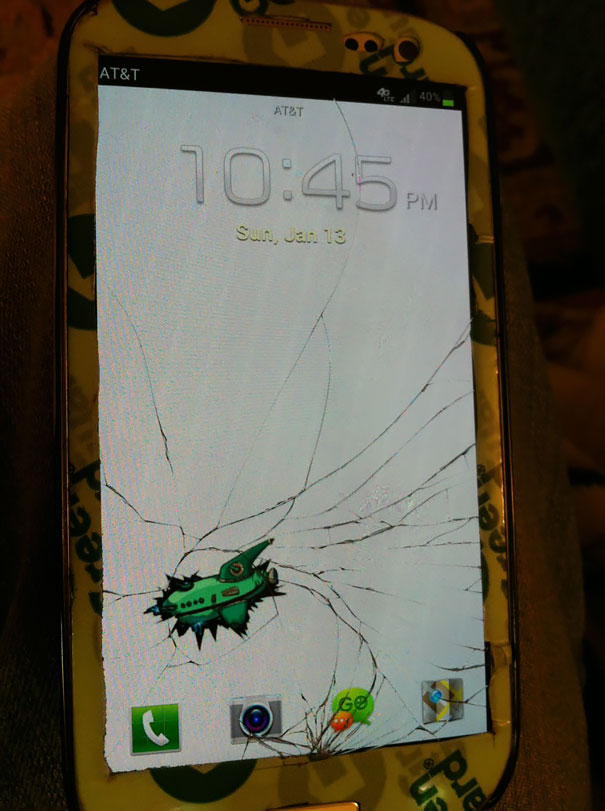 cracked-phone-screen-funny-solutions-wallpapers-vinegret (5)