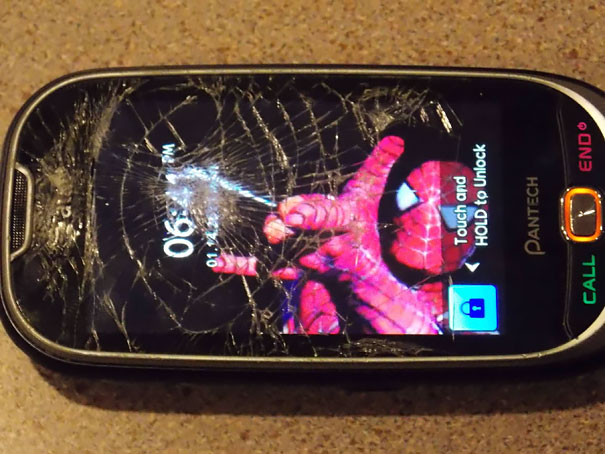 cracked-phone-screen-funny-solutions-wallpapers-vinegret (6)
