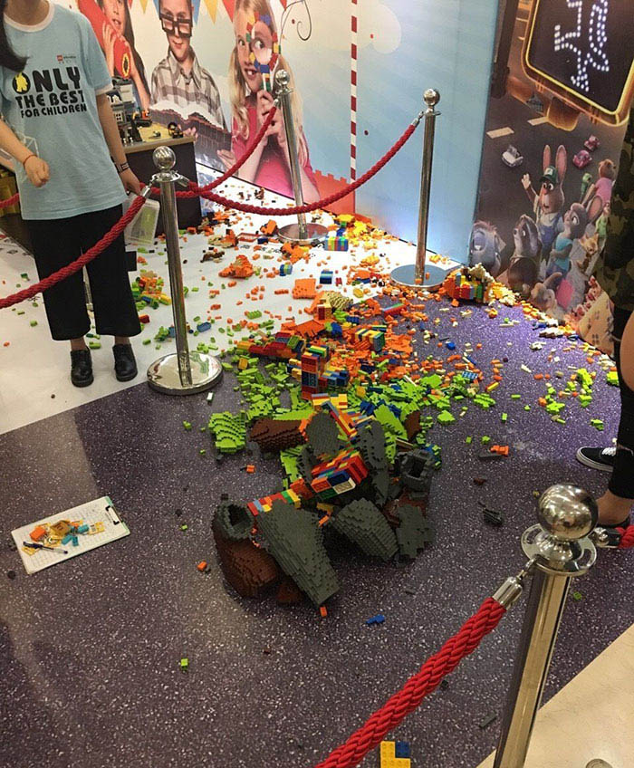 kid-destroys-lego-sculpture-zootopia-zhao-vinegret (2)