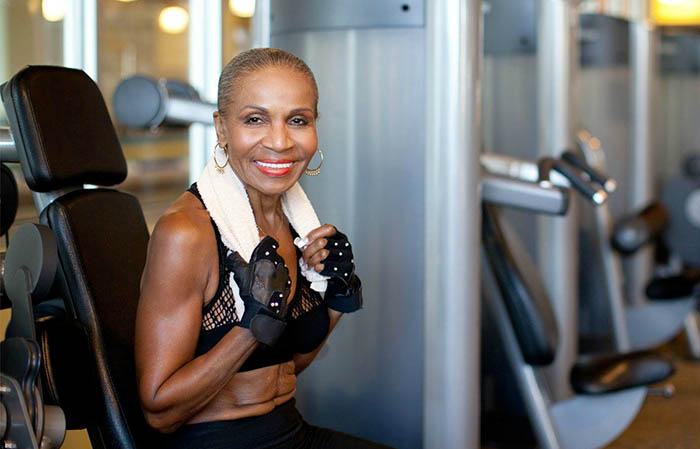 oldest-female-bodybuilder-grandma-80-year-old-ernestine-shepherd-vinegret (5)