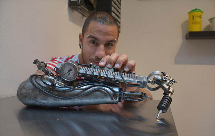 prosthetic-arm-tattoo-artist-jc-sheitan-tenet-jl-gonzal-vinegret (4)
