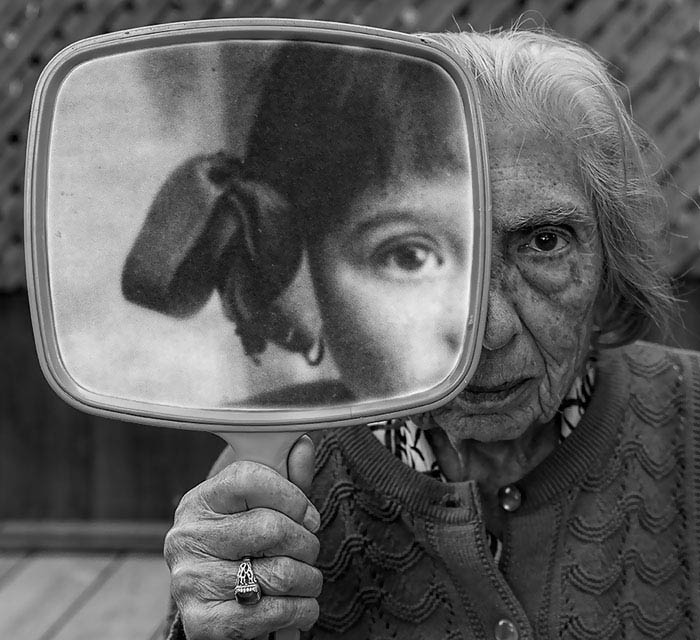 91-year-old-mother-playful-photography-elderly-women-strange-ones-tony-luciani-vinegret (1)