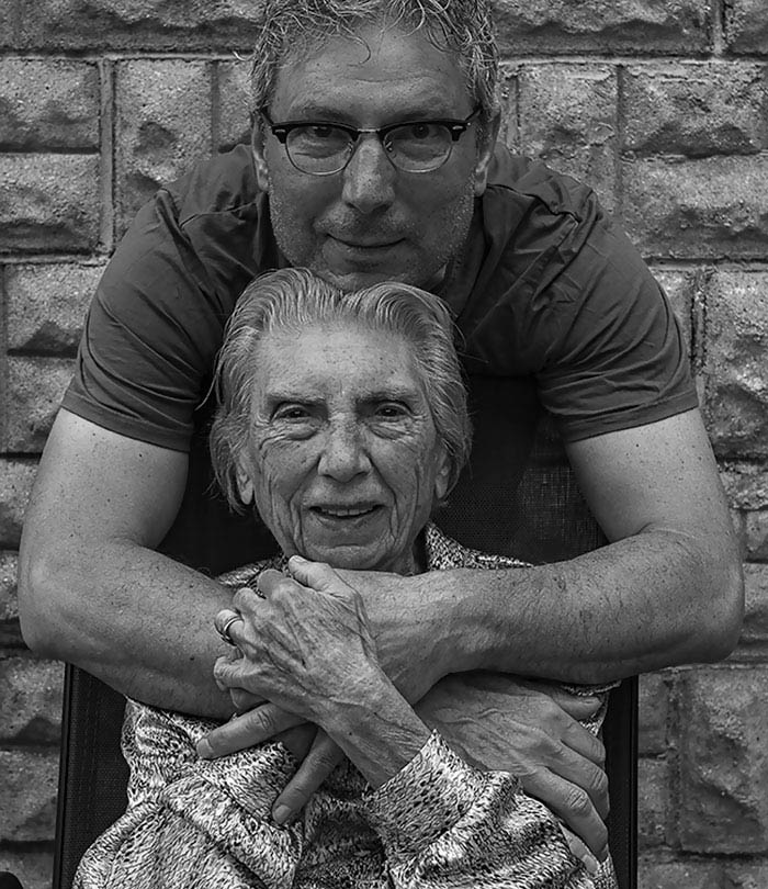 91-year-old-mother-playful-photography-elderly-women-strange-ones-tony-luciani-vinegret (6)
