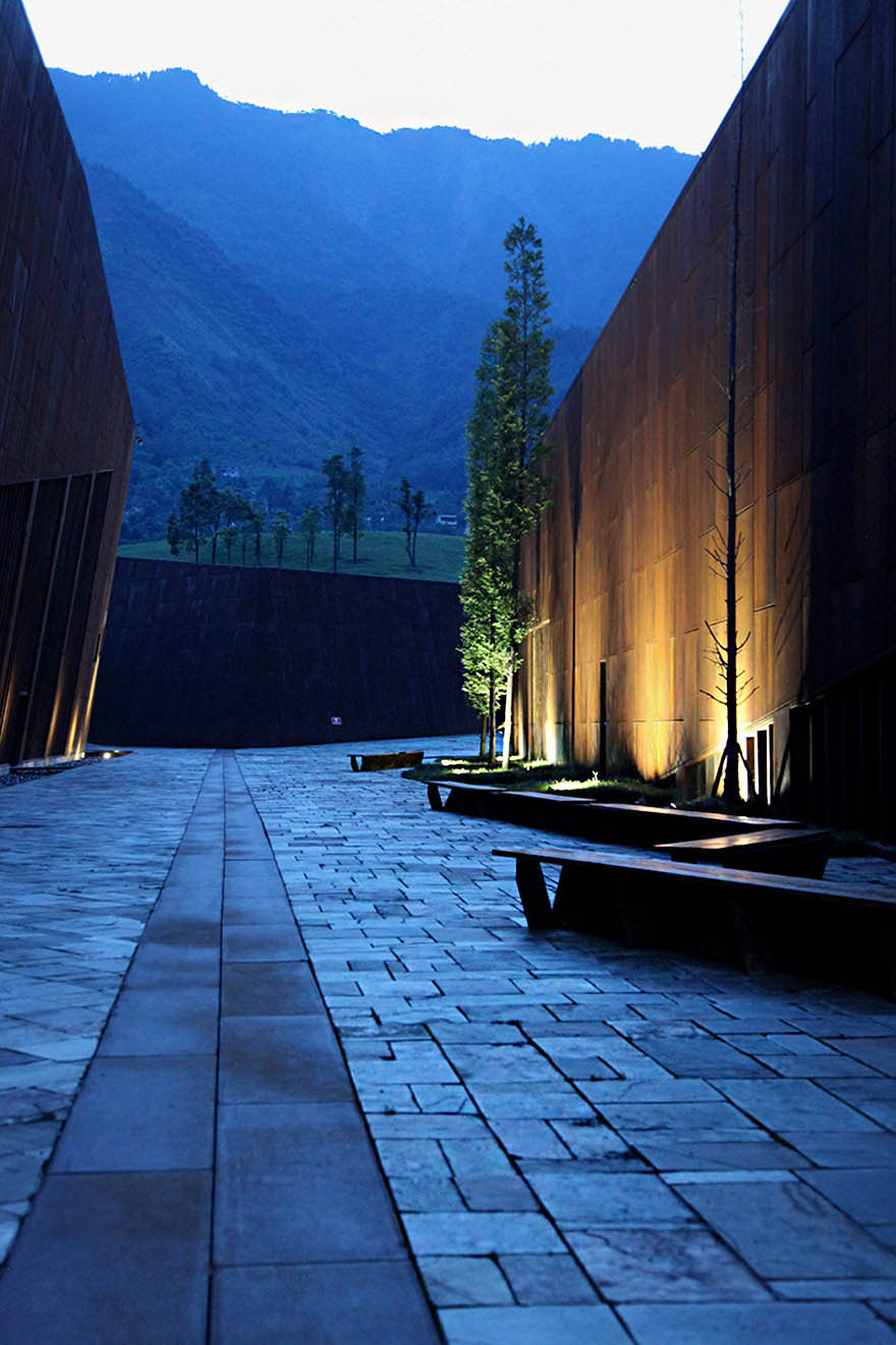 sichuan-earthquake-memorial-museum-china-vinegret (2)