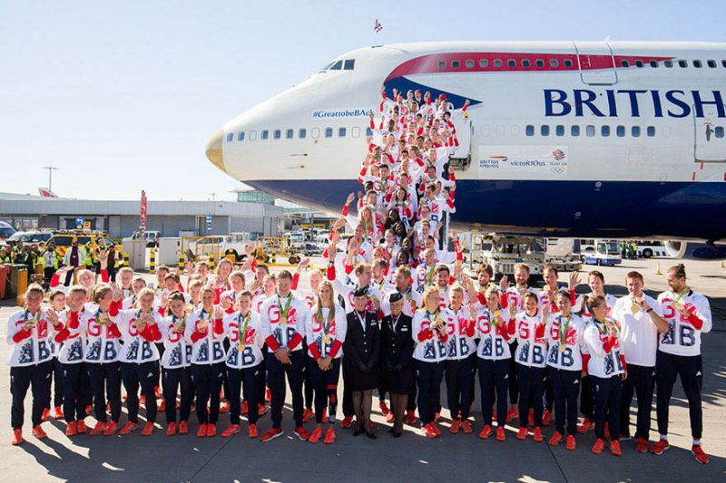 british-olympic-athletes-red-bags-heathrow-airport-vinegret (1)