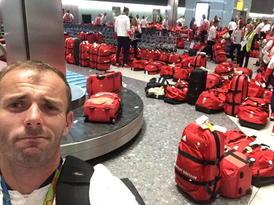 british-olympic-athletes-red-bags-heathrow-airport-vinegret (4)