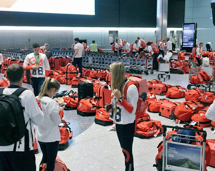 british-olympic-athletes-red-bags-heathrow-airport-vinegret (5)