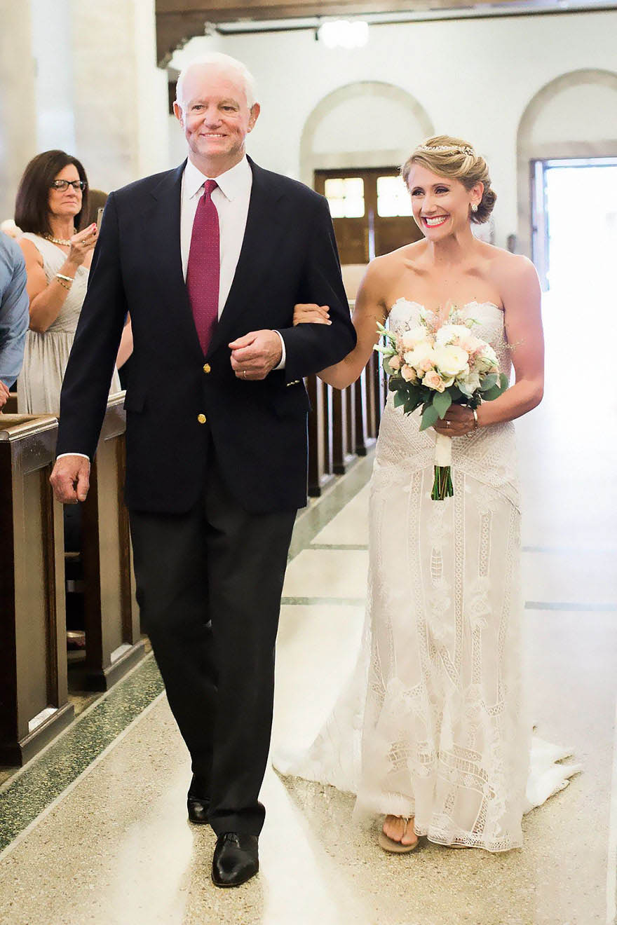 donated-dad-heart-wedding-walk-down-aisle-jeni-lynne-arthur-thomas-vinegret (3)