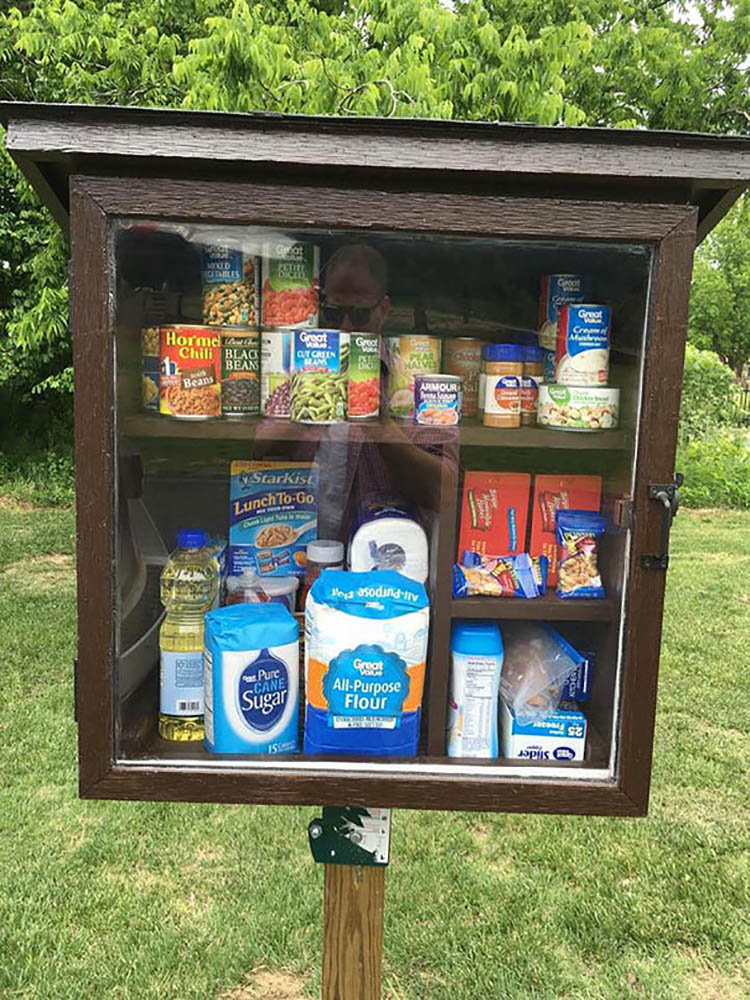 free-little-pantry-feed-homeless-poor-jessica-mcclard-vinegret (9)