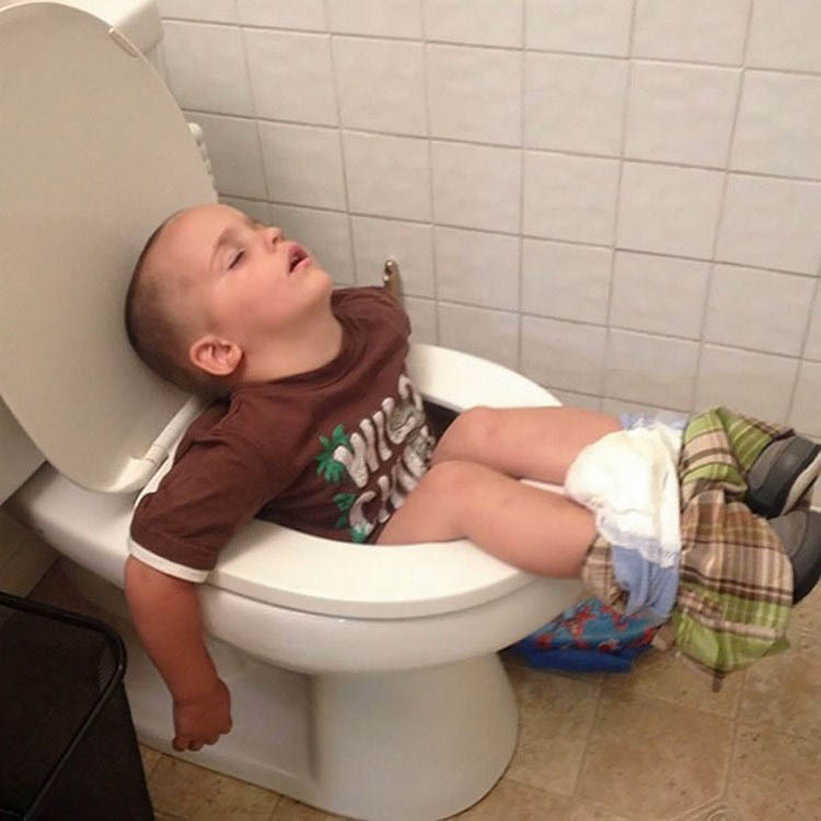 funny-kids-sleeping-anywhere-vinegret (12)