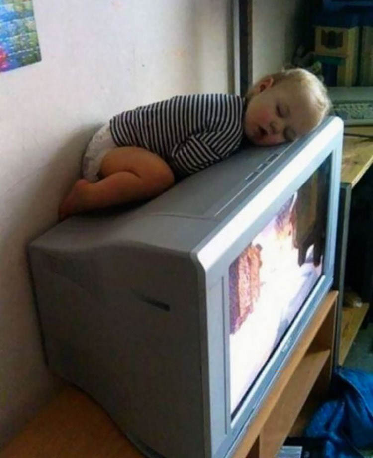 funny-kids-sleeping-anywhere-vinegret (13)