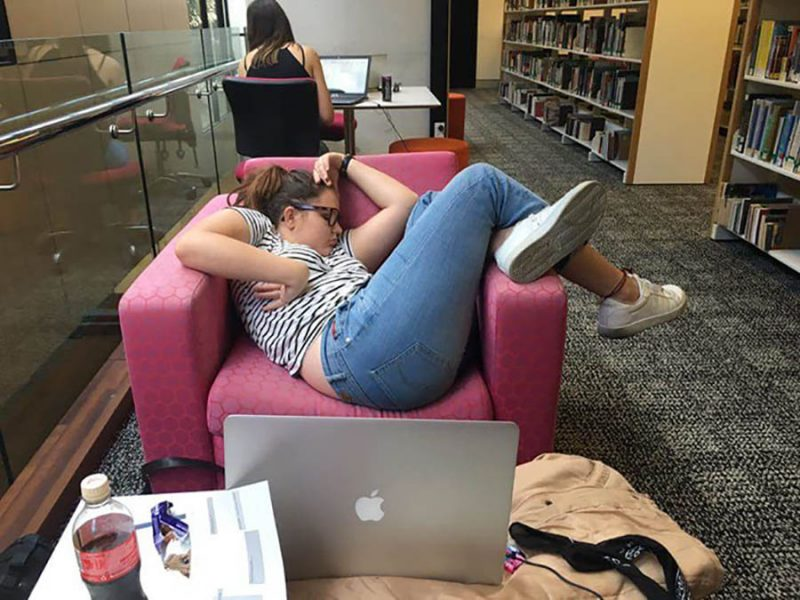 girl-falls-asleep-chair-university-library-photoshop-battle-vinegret (18)