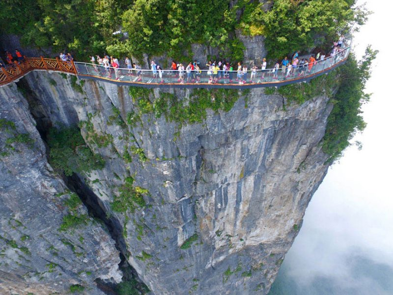 glass-bridge-zhangjiajie-national-forest-park-tianmen-mountain-hunan-china-vinegret (1)