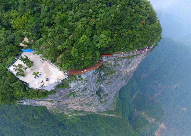 glass-bridge-zhangjiajie-national-forest-park-tianmen-mountain-hunan-china-vinegret (2)