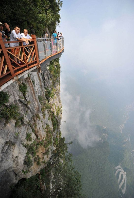 glass-bridge-zhangjiajie-national-forest-park-tianmen-mountain-hunan-china-vinegret (3)