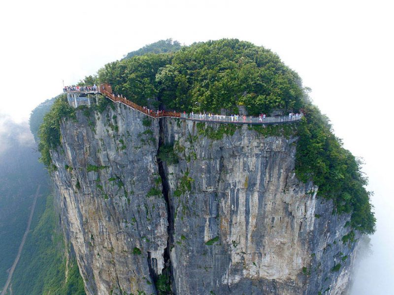 glass-bridge-zhangjiajie-national-forest-park-tianmen-mountain-hunan-china-vinegret (4)