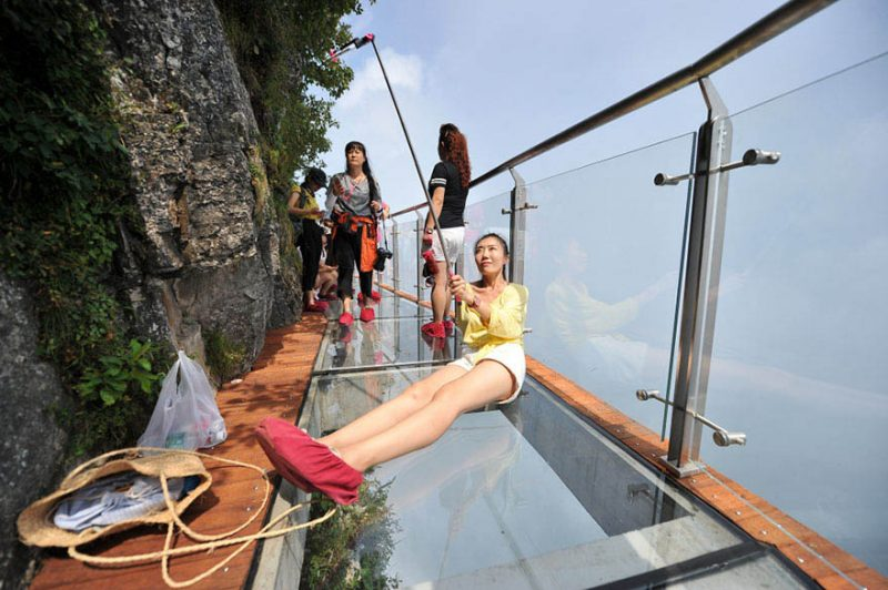 glass-bridge-zhangjiajie-national-forest-park-tianmen-mountain-hunan-china-vinegret (7)