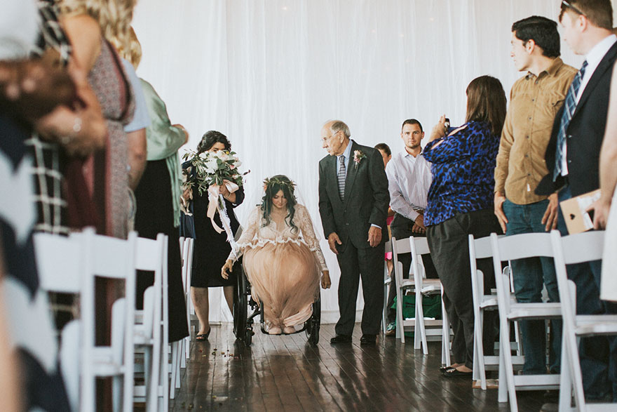 paralyzed-bride-walks-at-wedding-jaquie-goncher-vinegret (14)