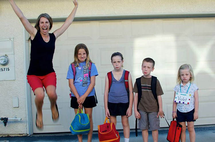 parents-celebrate-back-to-school-day-vinegret (11)