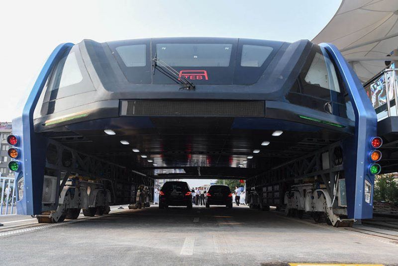 transit-elevated-bus-first-test-ride-qinhuangdao-china-vinegret (4)