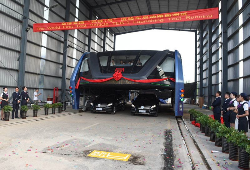 transit-elevated-bus-first-test-ride-qinhuangdao-china-vinegret (5)