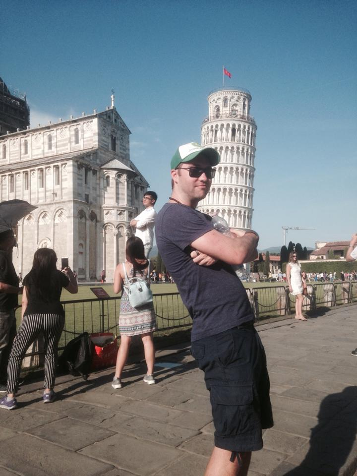 funny-tourists-leaning-tower-of-pisa-vinegret (1)