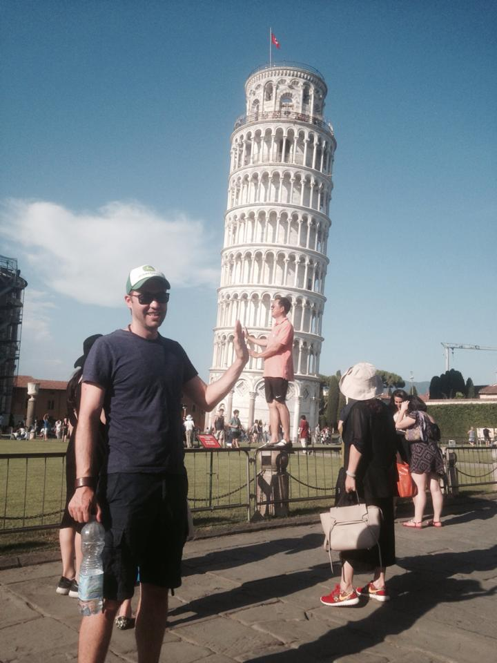 funny-tourists-leaning-tower-of-pisa-vinegret (3)