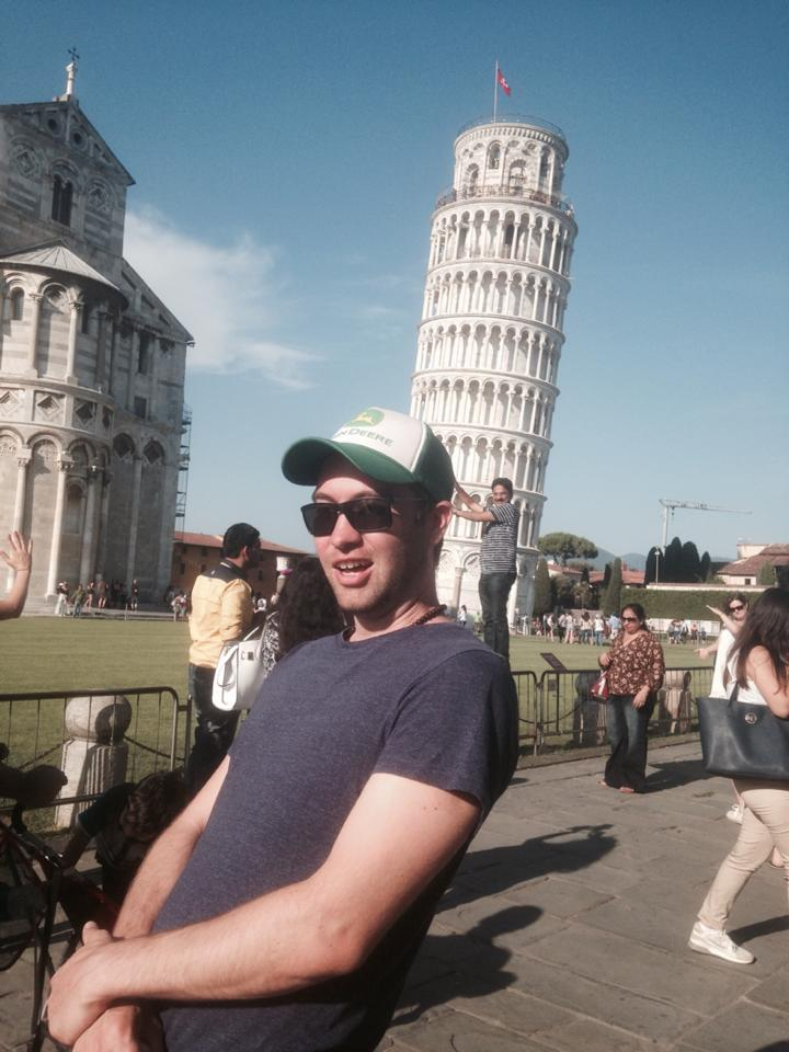funny-tourists-leaning-tower-of-pisa-vinegret (5)