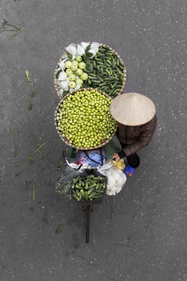vietnam-vendors-from-above-vinegret-11
