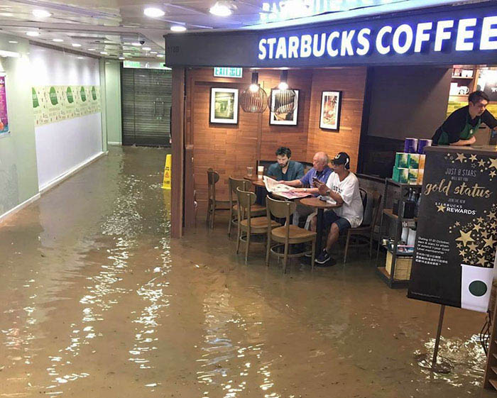 funny-starbucks-uncle-hong-kong-floods-photoshop-battle-vinegret-9