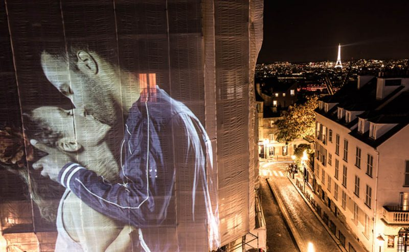 julien-nonnon-digital-street-art-paris-couples-kissing-designboom-vinegret-5