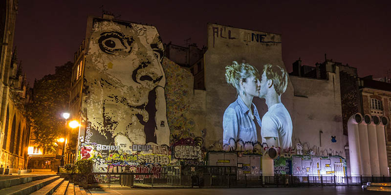 julien-nonnon-digital-street-art-paris-couples-kissing-designboom-vinegret-6